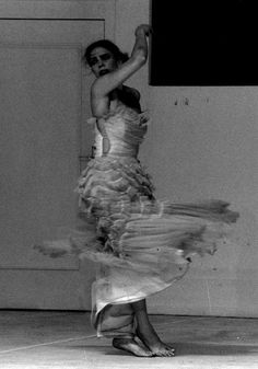 Pina Bausch - Pieces - Two Cigarettes in the Dark | dance me to the end of love | Pinterest | Pina Bausch, Fotos und Dunkel