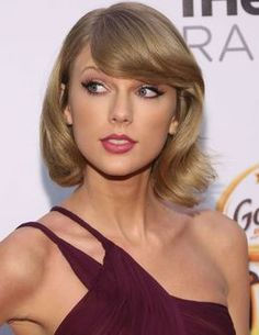 Taylor Swift is sweeping the nation, not only with her music and acts of kindness to fans, but also with her makeup looks. Her retro, cool girl style is complementedby her flawless makeup.