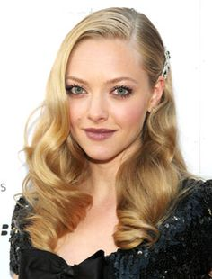 Amanda Seyfried killing it with Old Hollywood fingerwaves and a sparkly hair clip
