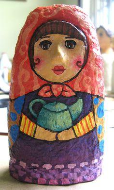 Diana, una matrioska en papel maché. Por María Tenorio