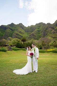 Romantic Ranch Wedding { Oahu } - Modern Weddings Hawaii : Bridal Inspiration #ranch #rustic #hawaii #destination #wedding #ceremony #decor
