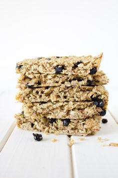 Chewy Blueberry Almond Granola Bars | Rose and Henry