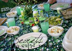 Secrets of a Super Mommy: St Patricks Day green lunch.  do applesauce instead of pudding, grapes and apples, green jello, green lemonade