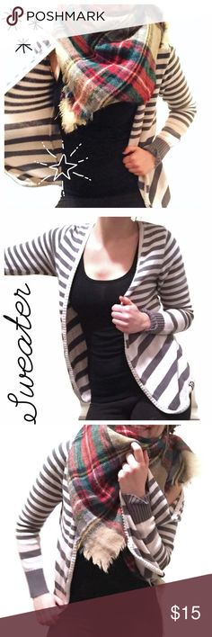 🔻Striped ROXY Layering Cardigan Sweater🔻 ROXY brand loose fitting gorgeous sweater! Looks good with a scarf and perfect for layering. 😍 Roxy Sweaters Cardigans