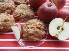 La POMMOELLEUSE (galette pommes et cannelle). Une galette méga santé tendre et moelleuse au goût divin de pomme-cannelle... Une galette dessert, collation, ou encore déjeuner qui, se mange à toutes heures du jour, du soir ou de la nuit. Une création automnale originale qui nous rappelle la tartes aux pommes (ou le chausson) de notre enfance. Et j'ai nommée, la Pommoelleuse. Healthy Cookies, Healthy Dessert Recipes, Healthy Baking, Cookie Recipes, Healthy Snacks, Desert Recipes, Fall Recipes, Desserts Sains, New Cooking