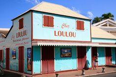 Une rue colorée à Saint-Gilles #iledelareunion #tangkavoyages https://www.hotelscombined.fr/Place/Reunion.htm?a_aid=150886