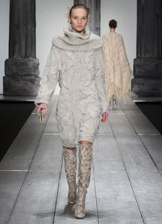 Laura Biagiotti at Milan Fashion Week Fall 2015 - Runway Photos La Fashion Week, Milano Fashion Week, Runway Fashion, Fashion Outfits, Milan Fashion, Fasion, Laura Biagiotti, Embroidery Fashion, Fall Winter 2015