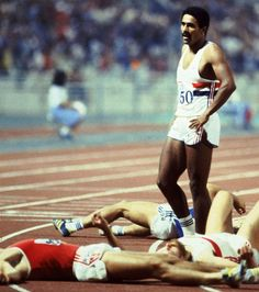 Daley Thompson on his way to retaining his Olympic decathlon title at the Los Angeles Games - 1988 (Getty Images/Steve Powell) Munich, Style Joanna Gaines, Mexico 68, Sport Inspiration, Sport Icon, Star Wars, Last Man Standing, Sport Quotes, World Of Sports