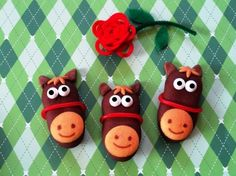 Having a Kentucky Derby party?  These cutie patootie cookies are a sure bet! I made them from Pepperidge Farms Dark Chocolate Milano Melts, Mini Nilla Wafers, licorice ropes, tootsie rolls for ears, and caramel for the mane (cut with a mini daisy cookie cutter).