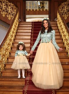 """""""Look at Mommy and Me on this staircase. Mommy Daughter Dresses, Mother Daughter Matching Outfits, Mother Daughter Fashion, Mommy And Me Dresses, Stylish Dresses For Girls, Mom Daughter, Mom And Baby Outfits, Muslim Evening Dresses, Mode Hijab"""