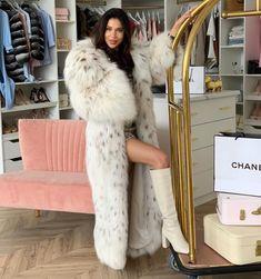 Fur Fashion, Womens Fashion, Great Women, White Fur, Sexy Boots, High Class, Lynx, Mantel, Leather Boots