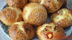 Výborné slané žemle bez kysnutia, za 30 minút vám môžu rozvoniavať na stole.  Potrebujeme:  2 a 3/4 hrnčeka hl. múky  1/2 lyžice rastlinného oleja  1 hrnček kyslého mlieka 3,2%  3/4 lyžice soli  12 g prášku so pečiva  Náplň:  250 g bieleho mäkkého syra  1 Artisan Food, Bread And Pastries, Russian Recipes, Ciabatta, Meals For One, Scones, Breakfast Recipes, Bakery, Good Food