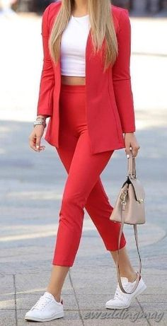 15 Comfort Casual Work Outfits Ready to Copy eweddingmag WomenCasualOutfits WomenFashionIdeas womenworkoutfits # Classy Work Outfits, Summer Work Outfits, Business Casual Outfits, Professional Outfits, Work Casual, Semi Casual Outfit, Cute Office Outfits, Young Professional, Mode Outfits