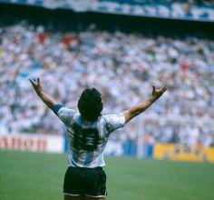 Nike Football, Football Players, Retro Pictures, Retro Pics, Manchester Football, Diego Armando, Football Images, Messi, Ronaldo