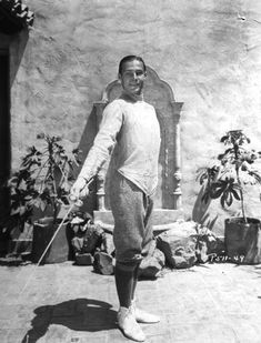 A site about Hollywood and its history Rudolph Valentino, Old Photos, Vintage Photos, Silent Film Stars, Movie Stars, Horsemen Of The Apocalypse, Cinema, Images Google, Vintage Hollywood