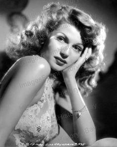 Net Photo: Rita Hayworth: Image ID: . Pic of Rita Hayworth - Latest Rita Hayworth Image. Golden Age Of Hollywood, Hollywood Glamour, Hollywood Stars, Classic Hollywood, Hollywood Divas, Hollywood Icons, Rita Hayworth, Classic Actresses, Beautiful Actresses