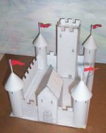 Duchess Bakes a Cake cardboard castle made out of cereal boxes and toilet paper and paper towel rolls.it all fits on a sheet of paper so not too time consuming either.this is still unpainted so get creative and let the kids have some medieval fun History Projects, School Projects, Projects For Kids, Diy For Kids, Crafts For Kids, Diy Projects, Project Ideas, Chateau Moyen Age, Model Castle