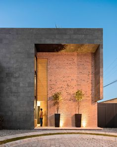 Completed in 2014 in Cholula de Rivadavia (San Pedro Cholula), Mexico. Images by Patrick López Jaimes . Sol 25 is a single family house in San Pedro Cholula Puebla, Mexico. It is located in a residential subdivision on the outskirts of the city,...