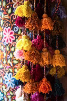 Peruvian handwoven camino de mesa and tassels Peruvian tassels from Urban Outfitters 2014 Peruvian Tassels from Gunn and Swain . Peruvian Textiles, Diy Interior, Luxury Interior, Interior Designing, Deco Boheme, Passementerie, Thinking Day, Dark Interiors, Sweet Home