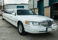 Lincoln Towncar Limo Hire  Platinum Limousine Hire, Yorkshire's largest limo hire company are specialists in limo hire in Bradford, Leeds and surrounding areas. We offer one of the UK limo hire companies, offering a fast, friendly and professional limo service