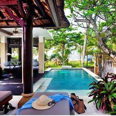 """Absolute beachfront You can't go wrong with their beautiful Balinese Villas at The Royal Beach Seminyak @theroyalbeachseminyakbali. #theblibible #bali…"""