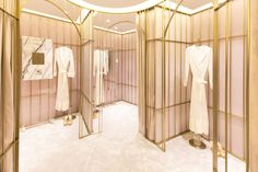 Luxury fitting rooms at the La Perla Shanghai Plaza 66 boutique. Showroom, Clothing Store Design, Boutique Interior Design, Design Interiors, Luxury Store, Store Interiors, Fitness Design, Retail Interior, Retail Space