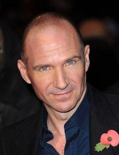 Ralph Wykeham Fiennes Twisleton nació el 22 de diciembre de 1962 en Suffolk, Inglaterra Mark Fiennes, fotógrafo y Jennifer Lash, un novelista, el mayor de se ...