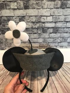 Classic Minnie, perfect match to our Steamboat Willie ears! Diy Mickey Mouse Ears, Diy Disney Ears, Disney Mickey Ears, Cute Disney, Disney Style, Disney Ears Headband, Disney Headbands, Ear Headbands, Minnie Costume