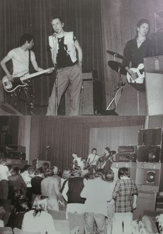 Pistols play Lesser Free Trade Hall in Manchester 1976 Johnny Rotten, Here's Johnny, Mark E Smith, Will Smith, British Punk, One Wave, Joy Division, The Clash, Alternative Music