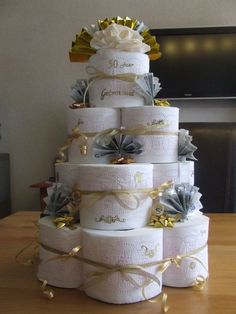 Birthday Gag Gifts, 50th Birthday Party, Christmas Birthday, Family Christmas, Toilet Paper Cake, Toilet Paper Crafts, Wedding Gift Baskets, Wedding Gifts, Housewarming Cake