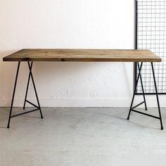 無垢古材(ブラウン)と三脚ソーホース異形鉄アイアン脚 ダイニングテーブル   ハンドメイド、手作り作品の通販 minne(ミンネ)