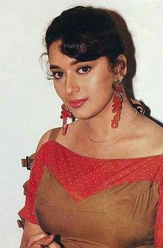 60 Rare Photos of Young & Beautiful Madhuri Dixit Beautiful Bollywood Actress, Most Beautiful Indian Actress, Beautiful Actresses, Vintage Bollywood, Bollywood Girls, Bollywood Stars, Most Beautiful Faces, Young And Beautiful, Salma Hayek Young