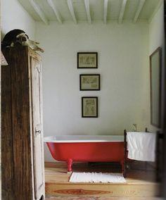 Red clawfoot tub (Bathroom by Kathryn Ireland) Bathroom Interior, Modern Bathroom, Earthy Bathroom, Clawfoot Tub Bathroom, Bathroom Red, Claw Bathtub, Huge Bathtub, Red Bathrooms, Bathtub Ideas
