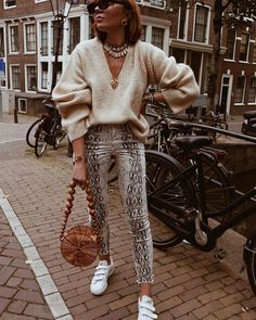 23 Outfits With Snake Print Pants Fashion Week, Look Fashion, Fashion Outfits, Classic Fashion, Fall Fashion, Animal Print Fashion, Fashion Prints, Fall Winter Outfits, Autumn Winter Fashion
