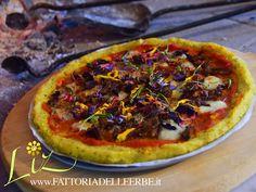PIZZA DI POLENTA ERBETTE E FIORI - #Glutefree Pizza with #herbs and #edibleflowers  www.fattoriadelleerbe.it