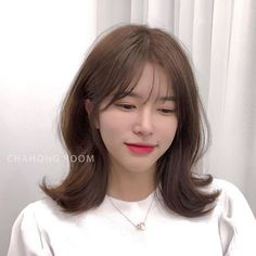 Short Hair With Bangs, Hairstyles With Bangs, Girl Hairstyles, Medium Hair Cuts, Medium Hair Styles, Curly Hair Styles, Onion For Hair, Mid Length Hair, Hair Affair