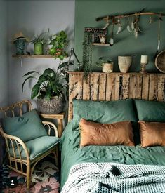 Image may contain: Interior - Schlafzimmer - Design Rattan Furniture Bedroom Green, Home Bedroom, Earthy Bedroom, Orange Bedrooms, Olive Bedroom, Bedroom Ideas, Warm Bedroom, Green Bedding, Bedroom Designs