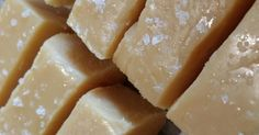 This is my go to recipe for fudge at Christmas time! Recipe Salted Caramel Fudge by ggrima - Recipe of category Baking - sweet Other Recipes, Sweet Recipes, Salted Caramel Fudge, Caramel Cakes, Bellini Recipe, Thermomix Desserts, Christmas Cooking, Fudge Recipes, Christmas Hamper