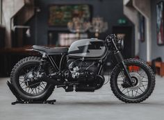 Vintage Motorcycles Hammerhead: A BMW scrambler from Hookie Co. - Forty years after it left the factory, this BMW is in the best shape of its life. Bmw R100 Scrambler, Scrambler Cafe Racer, Scrambler Motorcycle, Bmw Motorcycles, Vintage Motorcycles, Custom Motorcycles, Custom Bikes, Motorcycle Tank, Bmw Cafe Racer