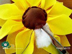 Eu Amo Artesanato: Flor Girassol em Feltro com molde Belem, Salvador, Crafts, Animals, Sunflower Flower, Sunflower Party, Homemade Party Favors, Happy Bday Sister, How To Make Flowers Out Of Paper