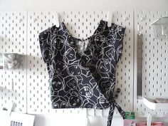 Sarah Kirsten's Morning Glory top- Wrap hack tutorial – mustard yellow socks Japanese Sewing Patterns, Sewing Patterns Free, Clothing Patterns, Sewing Clothes, Diy Clothes, Sewing Shirts, Diy Wardrobe, Sewing Basics, Diy Fashion