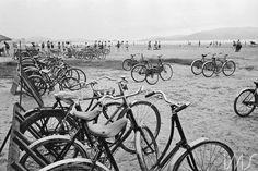 Bicicletas na praia José Medeiros 1955 circa  Brasil