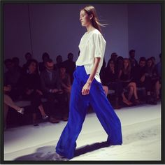 Bleu Klein #defile #ChristianWijnants #pfw #fashionweek