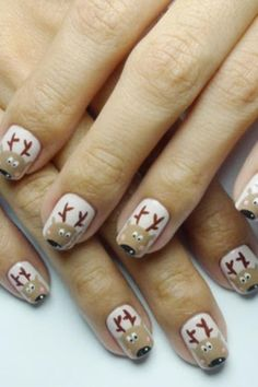 Holiday Nail art : reindeers
