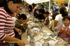 Nezahualcóyotl, Méx. 26 Julio 2013. La Sala de Exposición del Reciclaje realiza permanentemente talleres para fomentar la educación ambiental, y la creación de distintas piezas a partir de distintos materiales comúnmente considerados como desechos.
