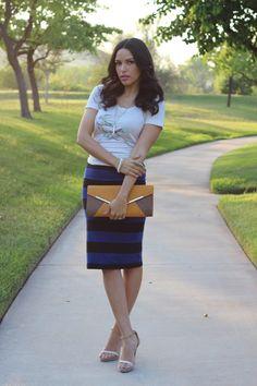 Weekend Wear:: Soft #Tee & Easy #skirt #jewelry #clutch