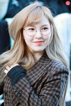 This is a picture of WENDY from the Kpop girl band Red Velvet. Seulgi, Kpop Girl Groups, Kpop Girls, Korean Girl Groups, Red Velvet Band, Irene, Cool Girl, My Girl, Red Velet