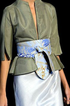 Obi belt and color combo perfection Fashion Details, Look Fashion, Fashion Show, Womens Fashion, Fashion Design, Fashion Belts, Fashion Accessories, Fashion Dresses, Glamorous Chic Life