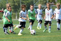 Die Textilien für die FCB-Kids Camps | FC Basel 1893 - Die offizielle Website  #Textildruck #Sport #Trikots Fc Basel, Camping With Kids, Soccer, Sports, Textile Printing, Leotards, Textiles, Hs Sports, Futbol