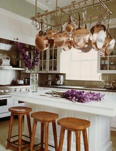 Pot rack ~ copper pots and pans. Copper Pots, Copper Kitchen, New Kitchen, Kitchen Decor, Hanging Pots Kitchen, Pot Hanger Kitchen, Kitchen Ideas, Eclectic Kitchen, Cozy Kitchen